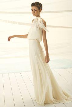 Brides: Le Spose Di Giò. Halter neck, chiffon high waisted dress, on an A-line skirt.