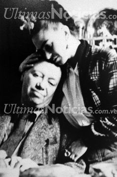 Frida Kahlo, fue una pintora y poetisa mexicana de ascendencia alemana y española. Fue autora de unas 200 obras, principalmente autorretratos. La obra de Kahlo está influenciada por su esposo el reconocido pintor Diego Rivera, con el que compartió su gusto por el arte popular mexicano de raíces indígenas, Foto: AF/Grupo Últimas Noticias