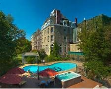 A Great Historic Hotel In Eureka Springs Used To Be Norman Baker S Cancer Cure Hospital It Place Stay I Expe Pinteres