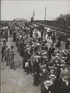 Images: Departure of the Preston Pals, Preston Station Sept Loyal North Regiment Military Cross, Preston Lancashire, Ww1 Soldiers, Battle Of The Somme, Flanders Field, Killed In Action, England Ireland, Strange Photos, Salford