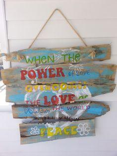 Hippe tuin IBIZA style tekstborden met Hippie Feel-good Songs en Quotes When the power of love Jimi Hendrix