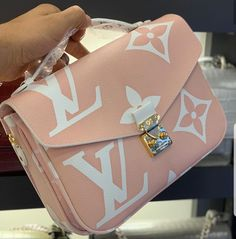 2019 LV Trends For Women Style New Louis Vuitton Handbags Collection For Friends Gifts Popular Handbags, Cute Handbags, Cheap Handbags, Purses And Handbags, Fabric Handbags, Fall Handbags, Canvas Handbags, Handbags Online, Fabric Purses
