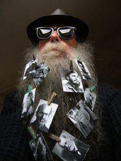 BEARD GALLERY - Opere di Vittore Baroni installate sulla mia barba (Galleria Pensile)