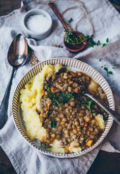 Lentils with mashed potatoes Creamy Lentils with mashed potatoes – Klara`s Life Mashed Potato Recipes, Mashed Potatoes, Chutney, Potato Juice, Sauce Barbecue, Vegetarian Recipes, Healthy Recipes, Peeling Potatoes, Food Advertising
