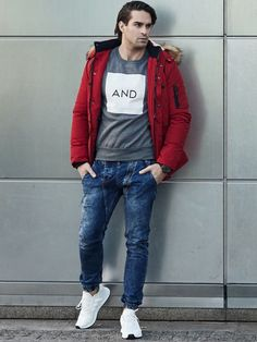 Fantastic set from the Bolf collection on chilly and cold days. The sweatshirt with a minimalistic print creates a fine duet with fresh new denim joggers. Add some energy by the red parka jacket with a furry hood and a stylish sport watch.