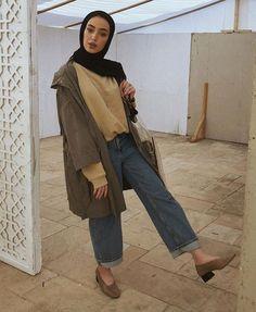 Minimal oversized hijabi outfit wide leg jeans yellow sweater green canvas j Street Hijab Fashion, Muslim Fashion, Modest Fashion, Trendy Fashion, Fashion Outfits, Casual Hijab Outfit, Hijab Chic, Hijab Trends, Hijab Fashion Inspiration