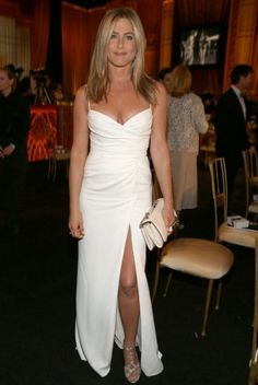 Jenifer Aniston! When im 40+ i Wanna look like her!!