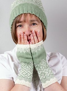 Ravelry: Carry On Fingerless Mitts pattern by Cheryl Chow