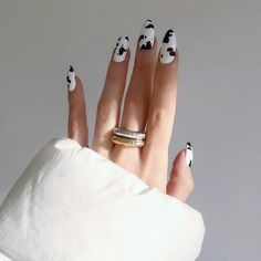 Try some of these designs and give your nails a quick makeover, gallery of unique nail art designs for any season. The best images and creative ideas for your nails. White Nail Art, Blue Nail, White Nails, White Manicure, Black Nails, Nail Lacquer, Nail Polish, Gel Nail, Uv Gel