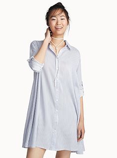 - An ultra loose and casual piece with a lightweight feel, perfect for warm summer days - Soft and fluid viscose - Full-length buttons The model is wearing size small Length: 86cm, from the top of the shoulder