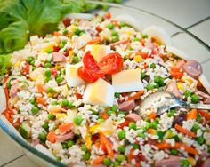 Salade de riz complète Complete Rice Salad – Recipe Ingredients: 120 g of white rice, 1 can of peas or a can of peas carrots, 1 can of corn, 2 carrots, 2 sausages of Frankfurt Rice Salad Recipes, Healthy Recipes, Comfort Food, Batch Cooking, Salad Ingredients, Pasta Salad, Italian Recipes, Entrees, Lunches