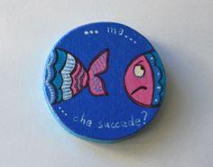 Cosa succede a questo pesce Calamita in legno di LabLiu su Etsy, €7.50