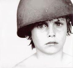 U2// = Sombras e Árvores Altas: Foto utilizada em capa da primeira coletânea do U2, originalmente foi tirada para a capa do disco 'War'