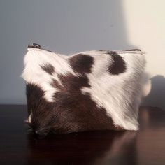 The natural beauty of New Zealand cow hide shines in our range of purses. Perfect for coins, cards and keys as well as deep enough for make-up and travel essentials. They make lovely little gift for someone special. The purses come in 2 sizes large and extra large, they are unlined and have a metal ykk zip closure. The Large size is seen in the photo. Due to variation in each natural hide the pattern will vary with each purse made.  Large: Width18cm (7) , Height 12cm (5), Depth 2.5cm (1)…