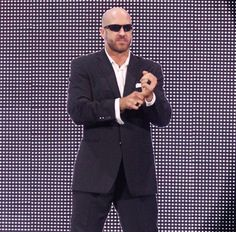 I'm digging Cesaro's new entrance. Simple, yet so Professional.  #Cesaro #2Swiss…