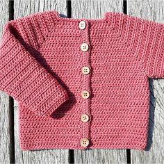 Ny opskrift på hæklet baby cardigan er nu klar på www.luksuskrea.dk Opskriften findes i tre størrelser, og kan nemt justeres. #hækletcardigan #hæklettilbaby #hækletbabytøj #diybaby #babyhæklet #crochetbaby #crochetbabycardigan #crocheting #crochetforbaby #crochetbabyclothes #diybaby Crochet Baby Clothes, Newborn Crochet, Knitting For Charity, Baby Knitting, Love Crochet, Crochet For Kids, Baby Barn, Baby Cardigan, Knitting For Beginners