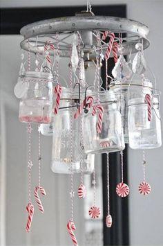 Leuk voor boven de tafel! Kersthangers eraan en theelichtjes erin :)