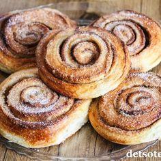 Hvit dame   Det søte liv Doughnut, Pancakes, Muffin, Breakfast, Desserts, Food, Morning Coffee, Tailgate Desserts, Deserts