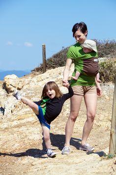 The Original babywrap - color Pistachio & Brown - hands free with 2 kids - Amélie & Olivia 6 months - L'écharpe de portage Originale - coloris Pistache & Marron - mains libres avec 2 enfants - Amélie & Olivia 6 mois