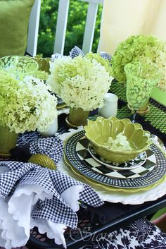 Table setting: Black & white with green. An Outdoor Room With A View. Outdoor Rooms, Outdoor Dining, Outdoor Patios, Outdoor Kitchens, Green Hydrangea, White Hydrangeas, Beautiful Table Settings, Decoration Table, Tenerife