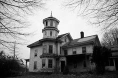 """The abandoned Bishop House in Old Saybrook, CT. This house was used in the 1971 horror movie """"Let's Scare Jessica to Death"""". Abandoned Buildings, Abandoned Property, Abandoned Castles, Old Buildings, Abandoned Places, Spooky Places, Haunted Places, Old Mansions, Abandoned Mansions"""
