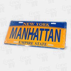 Der wohl bekannteste der fünf New Yorker Stadtbezirke - Manhattan. Egal ob Chinatown, East Village, Greenwich Village, Harlem, Little Italy, SoHo, Tribeca, Upper East und Westside oder einer der vielen anderen Stadtteile von Manhattan - dieses Kennzeichen vereint sie alle. Das geprägte Blechschild von Manhattan eignet sich durch seine Länge von 30cm bestens als Dekoration - hier sind Ihnen keine Grenzen gesetzt. #newyork #ny #newyorkcity #nyc #manhattan #empirestate #blechschild #kennzeichen