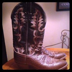 Justin cowboy boots for men Brown and tan still has a lot of wear left size 101/2 EE Justin Shoes Heeled Boots