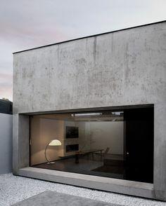 BIJZONDER, ZO'N WAND VAN BETON (ZOU WAT MIJ BETREFT OOK NIET MEER DAN 1 WAND MOETEN ZIJN) ODOS Architects