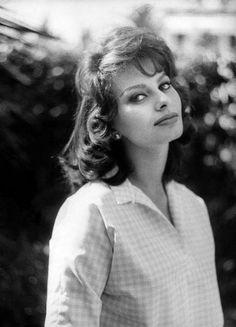 Sophia Loren in Beverly Hills, 1963. Photo by Sam Shaw.