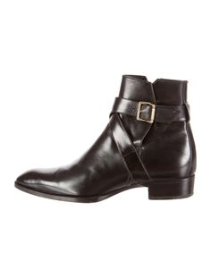 Men's black leather Tom Ford Tom Ford jodphur boots with stacked heels and wrap-around buckle closure. Black Shoe Boots, Black Leather Boots, Leather Heels, Mens Boots Fashion, Fashion Shoes, Men's Fashion, Leather Toms, Men's Leather, Sock Shoes