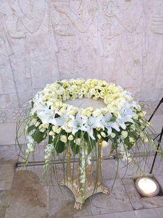 Tropical Floral Arrangements, White Flower Arrangements, Floral Centerpieces, Church Flowers, Funeral Flowers, Deco Floral, Arte Floral, Floral Bouquets, Floral Wreath