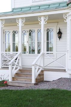 Covered veranda in Swedish style. Country Cottage Style, Porch Veranda, Cottage Porch, Veranda Railing, Porch Roof, Porch Railing, Front Door, Cottage Style, House Exterior