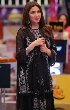 Asian Wedding Dress Pakistani, Pakistani Outfits, Indian Outfits, Indian Clothes, Pakistani Actress, Bollywood Actress, Mahira Khan Photos, Ayeza Khan Wedding, Fancy Dress Design