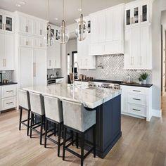 Grey Kitchen Walls, White Kitchen Cabinets, Grey Walls, Kitchen Black, Shaker Cabinets, Kitchen With Hardwood Floors, White Kitchen Flooring, Kitchen Countertops, Kitchen Backsplash