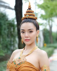 Traditional Thai Clothing, Traditional Fashion, Traditional Dresses, Sexy Asian Girls, Beautiful Asian Girls, Modern Dance Costume, Thai Fashion, Thai Dress, Thai Style
