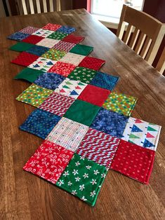 Artículos similares a Christmas Quilted Table Runner en EtsyChristmas Table Runner Ideas to make a Festive Dining Table DecorationThis Zig Zag Runner is So Easy to Make - Quilting DigestArticoli simili a Trapuntato Runner natalizio su Etsy Quilted Table Runners Christmas, Patchwork Table Runner, Christmas Patchwork, Christmas Runner, Christmas Sewing, Christmas Quilting, Quilted Table Runner Patterns, Table Runner And Placemats, Christmas Christmas