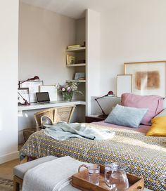 Small bedroom with work space Beautiful Bedroom Designs, Bedroom Design Inspiration, Bedroom Colors, Bedroom Decor, Colourful Bedroom, Studio Apartment Furniture, Luxury Bedroom Furniture, Luxurious Bedrooms, Elle Decor