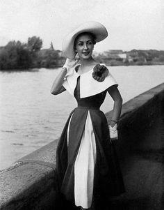Nina Ricci. Photograph by Georges Saad,1952.