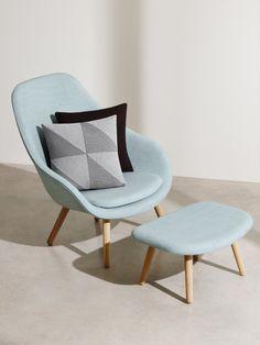 Das kommt raus, wenn sich zwei skandinavische Design-Labels zusammen tun: Sessel für ca. 690 Euro, Kissen-Mix für ca. 99 Euro.