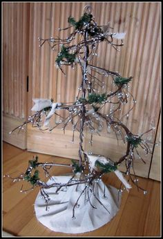 Embellished Wire Christmas Tree www.homeroad.net