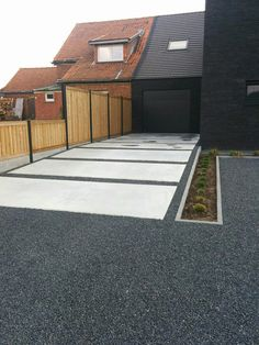 Landscaping Meaning Tagalog Landscaping Jobs Stoke On Trent! Modern Driveway, Driveway Design, Driveway Landscaping, Modern Backyard, Modern Landscaping, Walkway, Driveway Fence, Driveway Ideas, Garden Floor