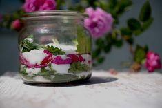 Melisa – co zrobić z tym ziołem? Homemade Hashbrown Recipes, Homemade Pretzels, Mason Jars, Food And Drink, Herbs, Health, Recepta, Cos, Laundry