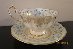 "Queen Anne Bone China ""Lucerne"" pattern 5679 - Vintage Tea Cup & Saucer"
