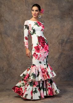 spanish style homes for sale Spanish Woman, Spanish Style, Spanish Dress Flamenco, Spanish Costume, Flamenco Costume, Flamingo Dress, Spanish Fashion, Feminine Dress, African Attire