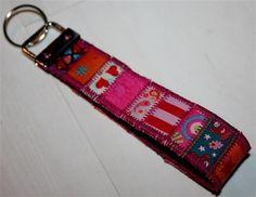 Dieses kleine Schlüsselband ist praktisches Mitbringsel, kleines Geschenk oder täglicher Begleiter.     Perfekt für's Osternest!      Zu Beginn kön...