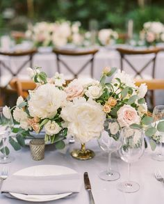 Example of size/scale, shape and color of arrangements for larger tables