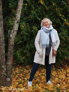 XL Cheap & Chic: Siniharmaa uusi huivi ja luonnonvalkoinen syystakk...
