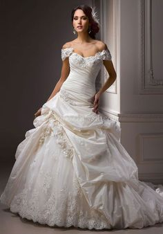 Taffeta/Lace Ball Gown Sleeveless Dropped Sweetheart Wedding Dress With Pick-ups