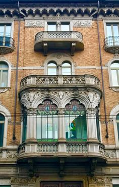 Balcone Liberty palazzo della fortuna, Torino. #Torino #Torinodascoprire #ingertorino #Torinomusei #gessi #Torinodavivere #Turin #architecture #photogragher #vivoTorino #cittadiTorino #Torinoècasamia #Torinoèlamiacittà #Torinolovers #urbantorino #torinoliberty #palazzistoriciditorino #Liberty