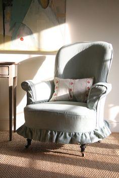 Fauteuil berg re en velours bleur table d 39 appoint for Housse de fauteuil bergere